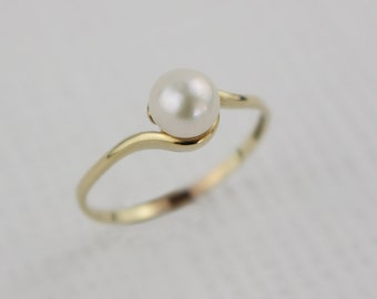 Hallmarked 1980s 9ct Gold Twist and Cultured Pearl Ladies Ring Size UK R 1/2 and US 9
