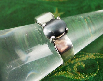 Vintage Cats Eye Jeweled Ring Sterling Silver 3.0 Grams Size 7 3/4 Women's Fine Jewelry