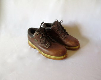 Vintage Pair of Lugz Boots Shoes Brown work heavy soles Leather Size 8.5 M
