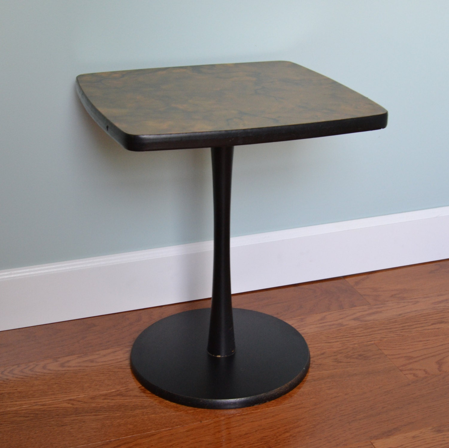 Faux Marble Table From Big Lots: Vintage Faux Marble Accent Table
