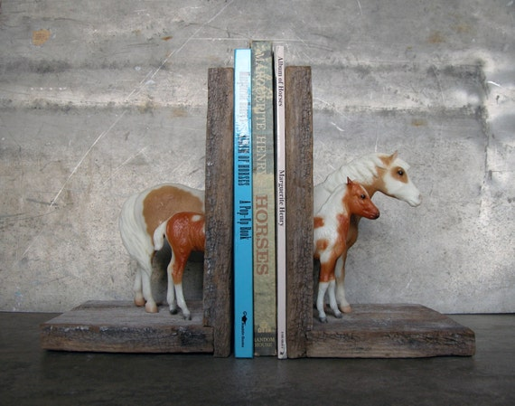 EQUINE COLLECTION misty and stormy of chincoteague bookend in paint