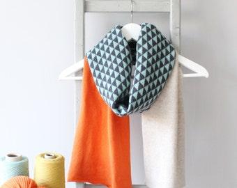 Echarpe tricotée curcuma