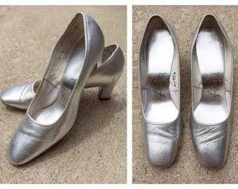 Vintage Silver Shoes 1960s 1970s Silver Heels Metallic Silver Bride Air Steps Size 5 Bridal Wedding Bridesmaid Retro High Heels Mod Dance