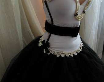 White & Black Sweetheart Corset with Pearl Neckline Size 36C, Handmade