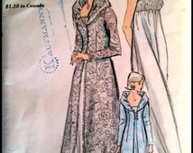 """RARE  Vogue 6430 Nightgown And Robe  Bust 38""""  UNCUT"""