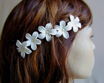 White Flower Hair Pins - Jasmine Flower Pins - Stephanotis Bobby Pins - Pearl Bridal Hair Pins