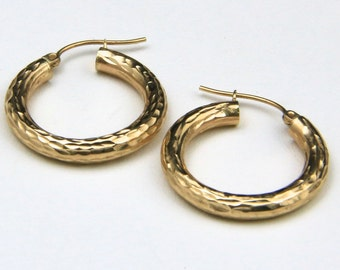 Beautiful Etched 14k Yellow Gold Hoop Earrings Classic Modern Elegant
