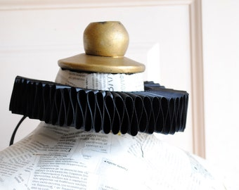 Black Elizabethan Ruff,Gothic Elizabethan Collar,Renaissance Costume - Made to Order