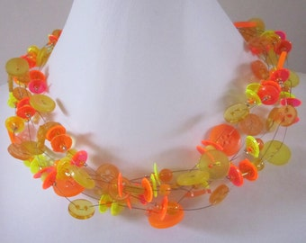 FASCINATING fluorine FLUORINE, chain of vintage buttons & beads