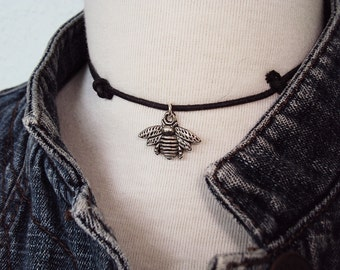 Bee Choker Necklace ~ Bee Necklace ~ Unique Gift Ideas ~ Insect Jewelry ~ 90s Choker Necklace ~ Grunge Style ~ Soft Grunge Choker