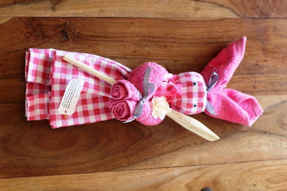 Items similar to Kitchen Tea Towel Easter Bunny on Etsy
