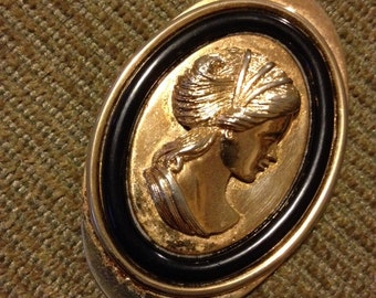 Cameo pendant from Avon