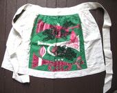 Tammis horns. Vtg linen half apron / Christmas holiday / Tammis Keefe / Noel horn / 1950s midcentury / green pink white