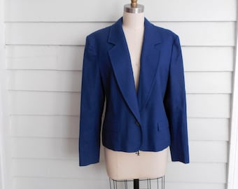 ON SALE!! 1950s Pendleton wool ladies blazer / Small to Medium vintage fitted cropped women's navy blue jacket