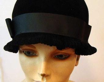 Cloche hat, black cloche hat, flapper hat, black felt hat, ladies vintage hat, vintage cloche hat