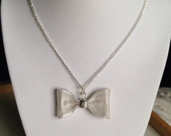 Mesh Bow Necklace
