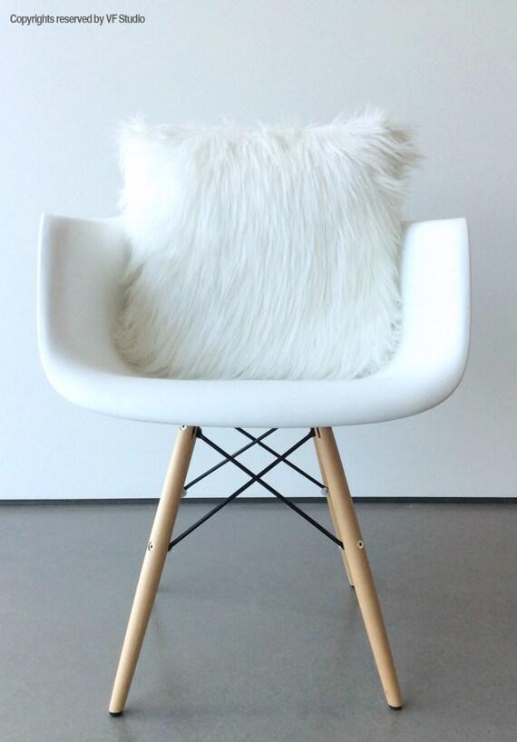 white fur pillow throw cover 14 x 14 fluffy white fur white. Black Bedroom Furniture Sets. Home Design Ideas