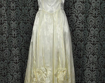 Ivory 1970s Vintage Scoop Neck w Swag Skirt by Gunne Sax, Size 7, 1850s Ballgown Style