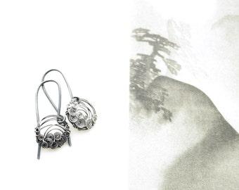 Oxidized Silver Earrings. Small Circles Earrings. Dark Earrings. Circle Earrings. Dangle Earrings. Lightweight Earrings.