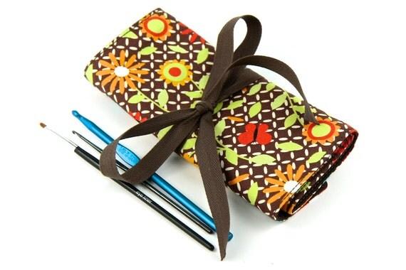 Crochet Hook Case  - Lattice with brown pockets
