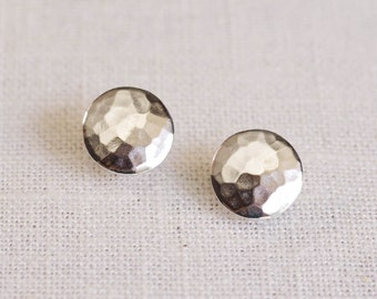 hammered disc earrings . hammered studs . hammered circle earrings . hammered stud earrings . disc stud earrings // 2PBBS