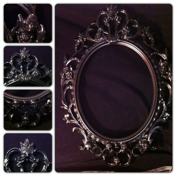 gloss black skull oval picture frame mirror shabby chic. Black Bedroom Furniture Sets. Home Design Ideas