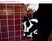 ON SALE Cell Phone Bag Small Crossbody Bag iPhone Shoulder Purse Cross Body Purse - Short Zip Cell Phone Bag - Fast Ship - Elegant Black and