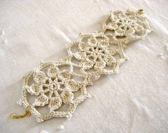 Lace Floral Bracelet - Ivory White