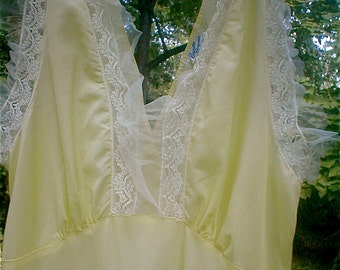 Classic Buttercup Yellow Nightgown - Bias Cut Long Dressing Gown -  Bodice Ruffles  Rayette Lingerie - Vintage 40s Nylon Lingerie Size 34