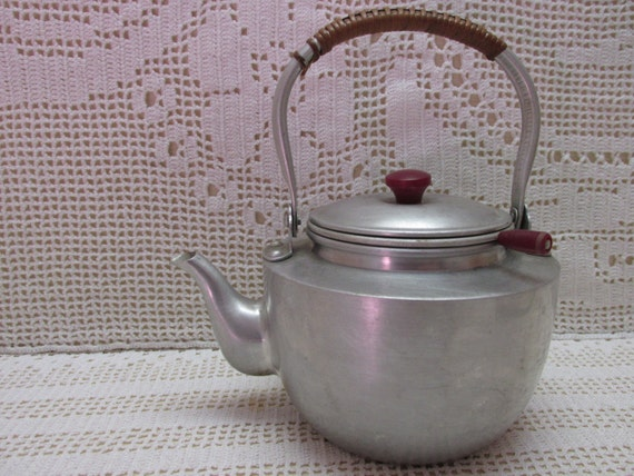 Vintage Teapot, Made in Japan, cute little aluminum teapot, shabby chic, collectible tea pot, Vintage kitchen cupboard tuck, tea lovers