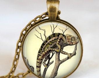 Vintage chameleon necklace , chameleon Jewelry,  chameleon pendant ,forest animal necklace , chameleon charm, woodland jewelry
