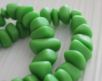Green Resin Chips / Resin Beads / 15 pieces