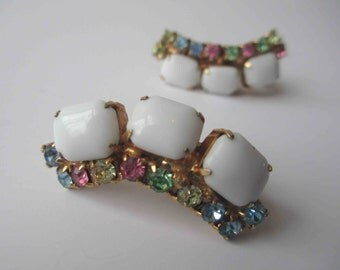 Vintage White Pastel Rhinestone Gold Tone Clip Earrings - Retro