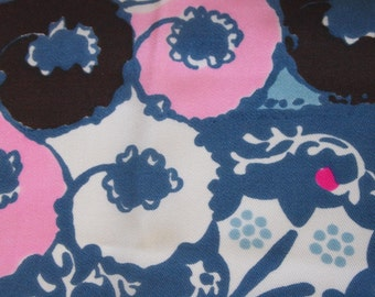 vintage 60s fabric featuring large scale flower power print, 1 yard, 25 inches
