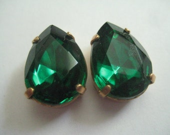 Lot of  2 18x13mm Emerald  Pear Shaped West German Rhinestones in Red Brass Sew On settings