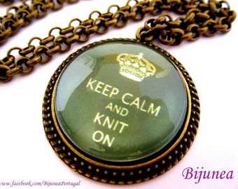 Keep calm and knit on necklace - Keep calm necklace - Green keep calm necklace - Keep calm and be knit on necklace n725