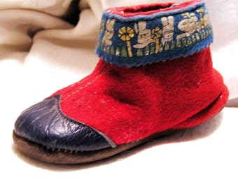 Vintage 1940's Red Wool Felt and Blue Leather Children's Shoes Trimmed with Bunnies