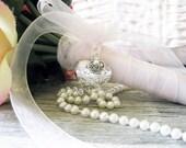Mom Locket, Bouquet Locket, photo locket, Mother of the Bride. In memory of