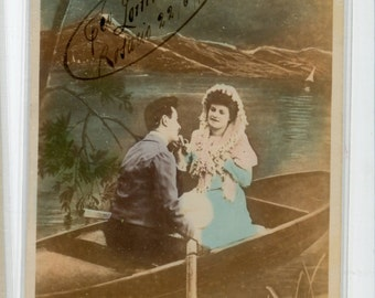 Lovers  postcard - Beautiful real photo postcard colorized, Romantic Lovers in boat,  Spanish Postcard of Couple