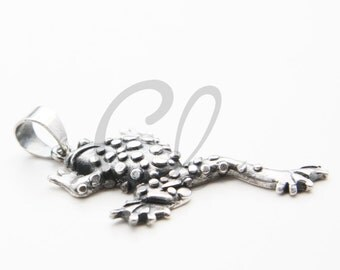 One Piece Sterling Silver Lucky Money Toad Frog Pendant - 31x13mm