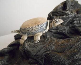 Vintage 50s Florenza Nodding Turtle Pin Cushion SEWING BUDDY
