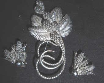 Vintage Unmarked Silvertone Pinecone Brooch and Clip Earrings
