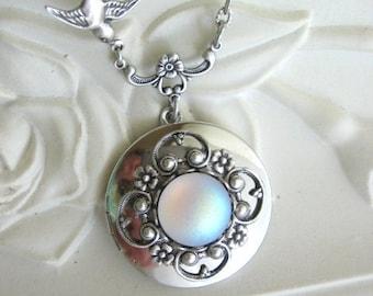 Moonstone Locket, Silver Locket Necklace, Moon Locket, Full Moon, Moon Jewelry, Antique Locket, Moonstone Jewelry, Full Moon, Weddings