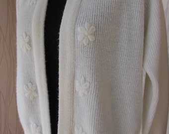 Vintage Rosa Lee White Floral Cardigan Sweater
