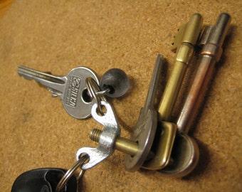 Minimalist EDC Keychain made of aircraft bolt and wingnut