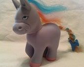 vintage 1984 Remco little pony lavender with pink hooves and rainbow mane and rainbow tail