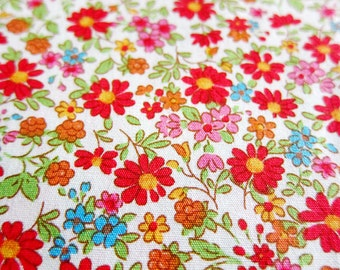 Floral Cotton Fabric By The Yard - Daisies Flowers in Vintage Red - Fat Quarter