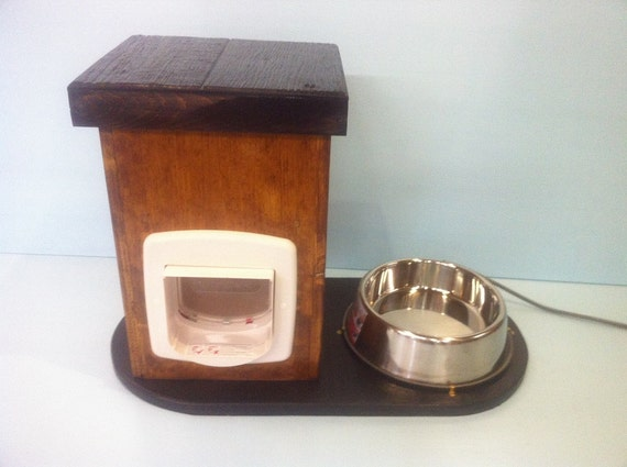 ANIMAL  proof CAT FEEDER with Heated Water Bowl