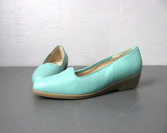 vintage '90s SEAFOAM WEDGE LOAFERS. size 6 / 6.5.