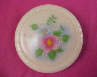 AVON ~ 1984 SPRING BOUQUET Lovely Porcelain Hand Painted Florals Brooch/Pin